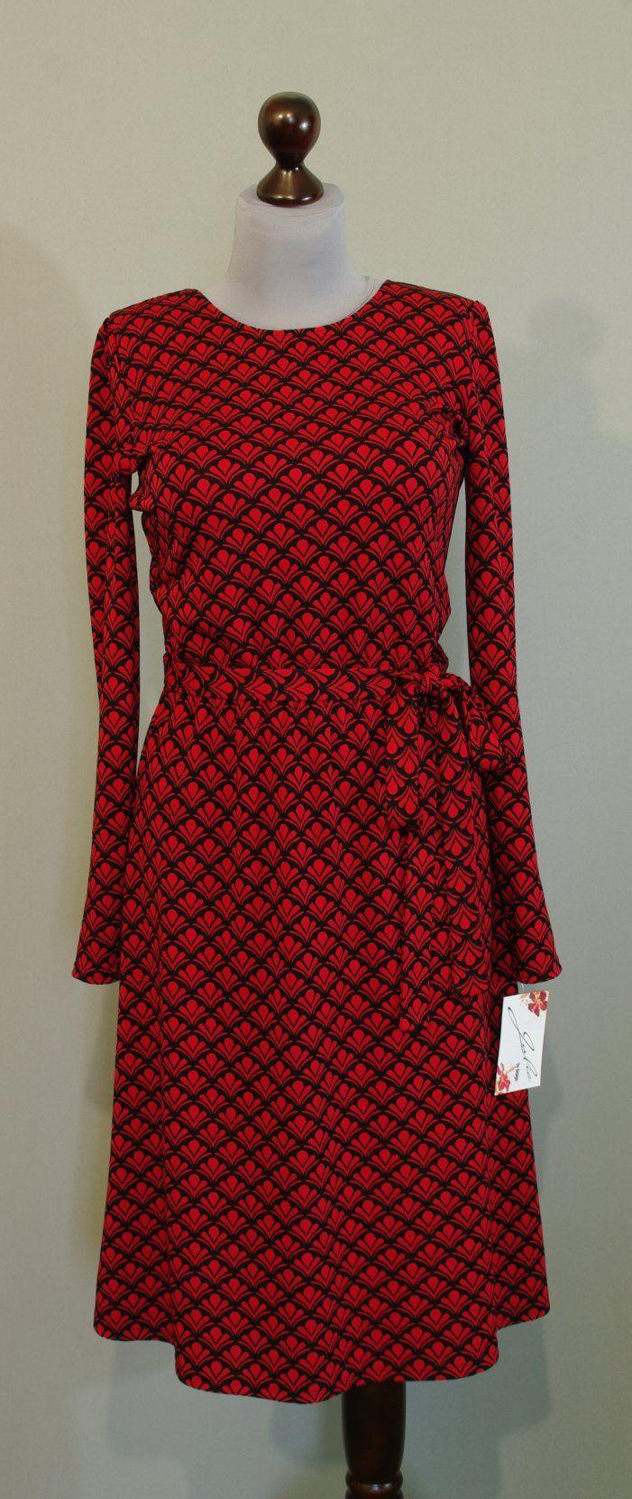 Теплое платье черно-красное с узором королевская лилия (флер де лис), юбка длины миди фасон трепеция, Платье-терапия