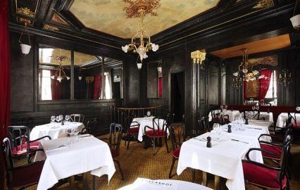 Сочная утиная ножка-конфи с запеченной до хруста корочкой, кремовое ризотто с белым трюфелем, тюрбо с ароматными травами, воздушные профитроли, начиненные нежнейшим заварным кремом с нотками ванили… Bienvenu в гастрономический рай! Сегодня «ЗаграNица» представляет вам самые старые рестораны Парижа. Запоминайте адреса!