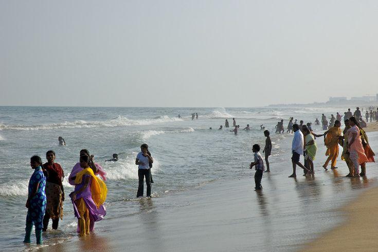 Paddling on Marina Beach, Chennai. Image by Alessandro Malatesta / CC BY-ND 2.0.
