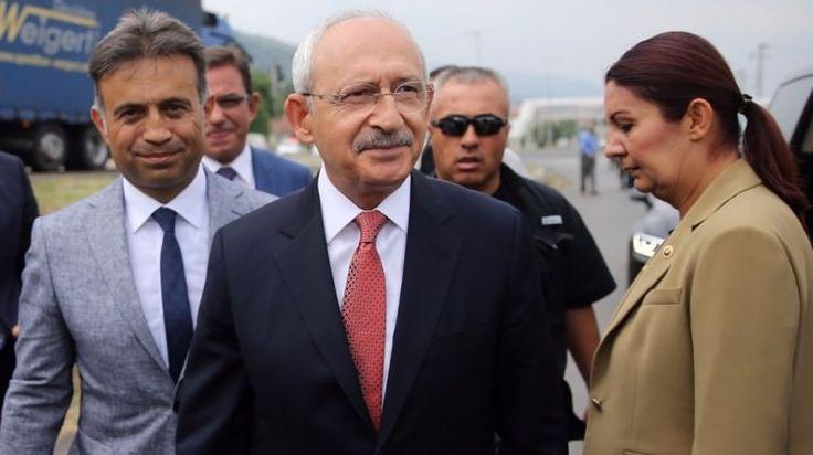 """emekte, Cumhurbaşkanı Recep Tayyip Erdoğan'ın tutuklu CHP Milletvekili Enis Berberoğlu konusundaki """"Eğer yakında bu içeride olan zat ile alakalı Kılıçdaroğlu'nun bağlantısı çıkarsa şaşmayın"""" sözlerine yanıt veren Kılıçdaroğlu, şunları söyledi:  DİZAYN ÇABASI:Erdoğan, yaptığı açıklamayla aslında büyük bir itirafta bulunmuştur:   #Kılıçdaroğlu #Ortada #suç #suçüstü #yakalanan #YÖK"""