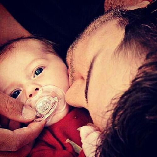 Luke Bryan with his oldest son Bo. How freaking sweet! ❤❤