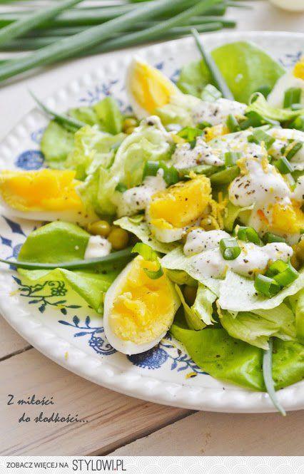 zielona salatka  Składniki: główka sałaty, 4 jajka, pęc…