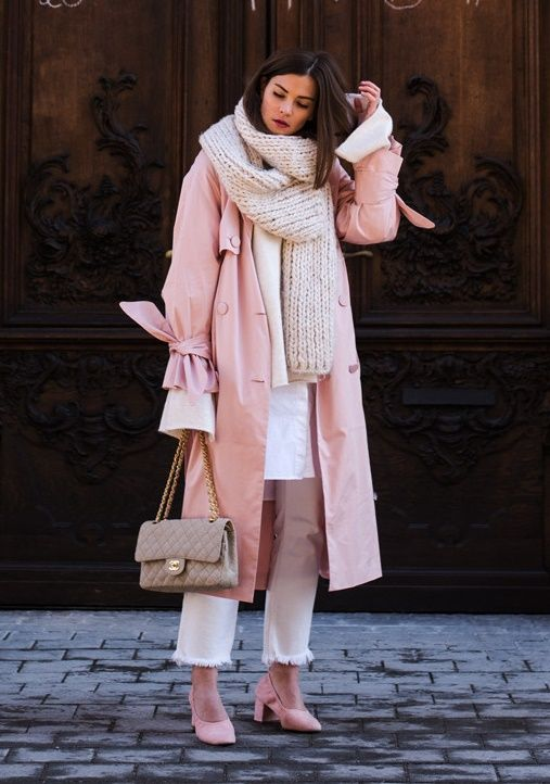 White long shirt+white cropped fringed jeans+pink pumps+pink coat+beige Chanel chain shoulder bag+ivory knit scarf. Winter Smart Casual Outfit 2017