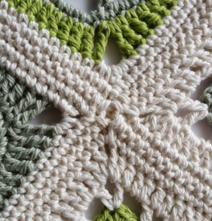 How to join #crochet squares, one option from @spincushions