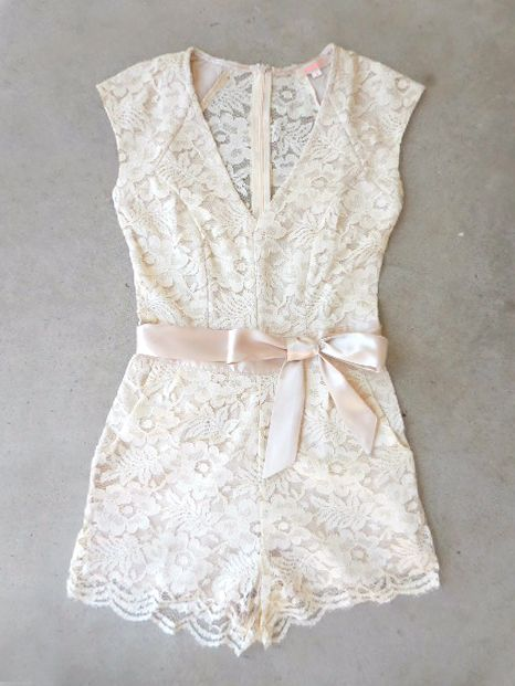.Sweet Ivory Lace Romper