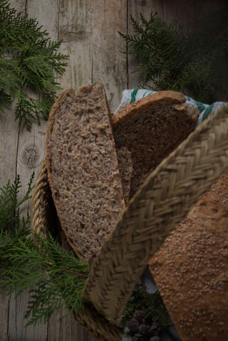 La asaltante de dulces: Hogaza de espelta, centeno y semillas/ Spelt, rye and seeds bread.