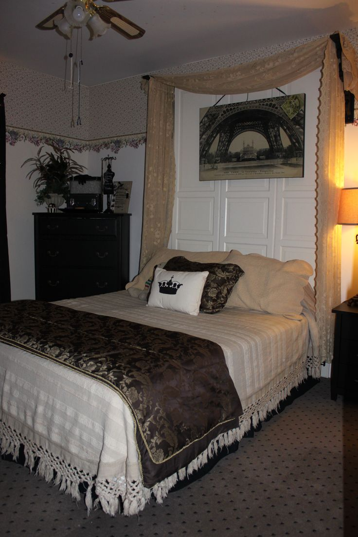Lily's re-vamped bedroom.... parisian style.