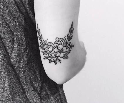 Resultado de imagen para tatuaje de codo flores