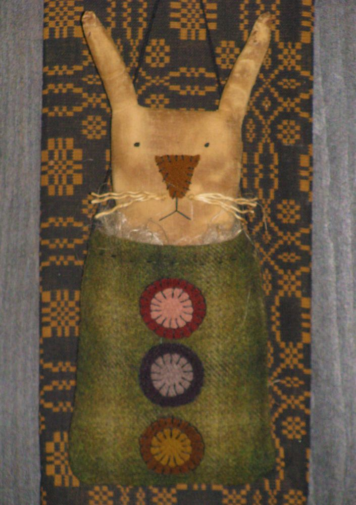 Primitive Wool Penny Rug Bag with Rabbit Nestled in a Bed of Flax #NaivePrimitive