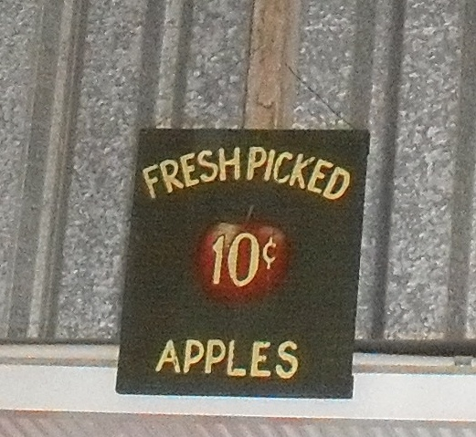 Fresh Picked Apples sign at Suttons Cidery Stanthorpe