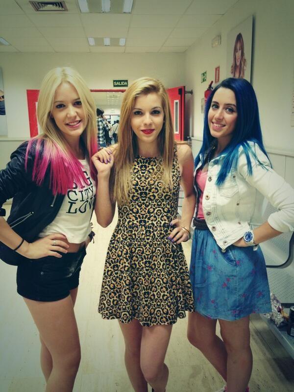 estas de aqui son alba , rocio y sonia las tres chicas que forman el grupo de sweet california