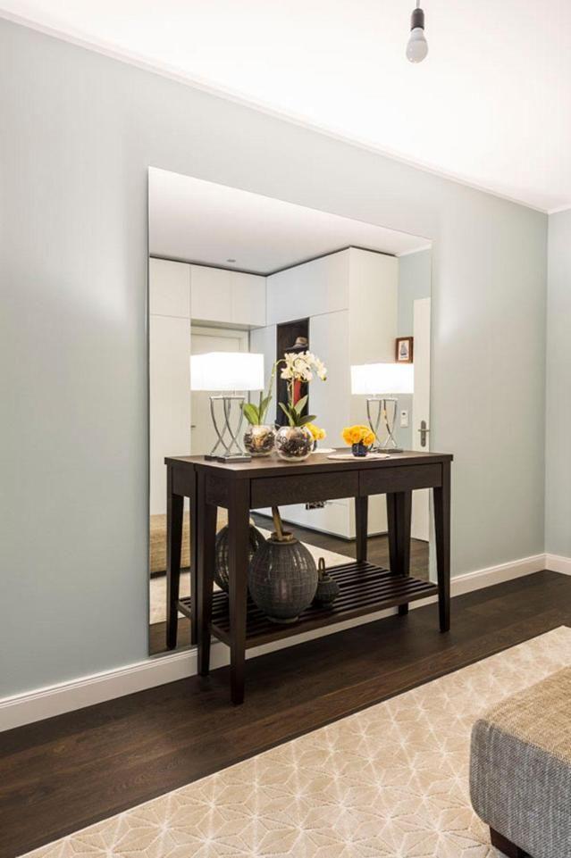 0 Likes - Entdecke das Bild von Geilert auf COUCHstyle zu 'Eleganter Flur mit Spiegel #spiegel #garderobe #flur...'.