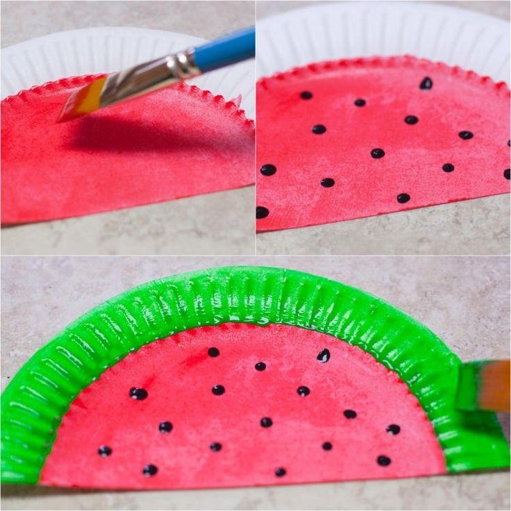 Pappteller wie Wassermelone bemalen und Fächer basteln