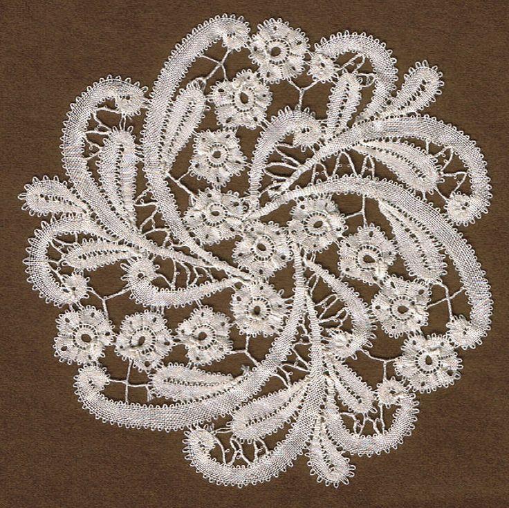 Rosalinespitze von mir entworfen und geklöppelt. Rosaline Lace, my design and lacework