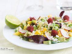 Receta de ensalada de mango, aguacate y feta con zumo de lima  http://www.directoalpaladar.com/recetas-de-ensaladas/receta-de-ensalada-de-mango-aguacate-y-feta-con-zumo-de-lima