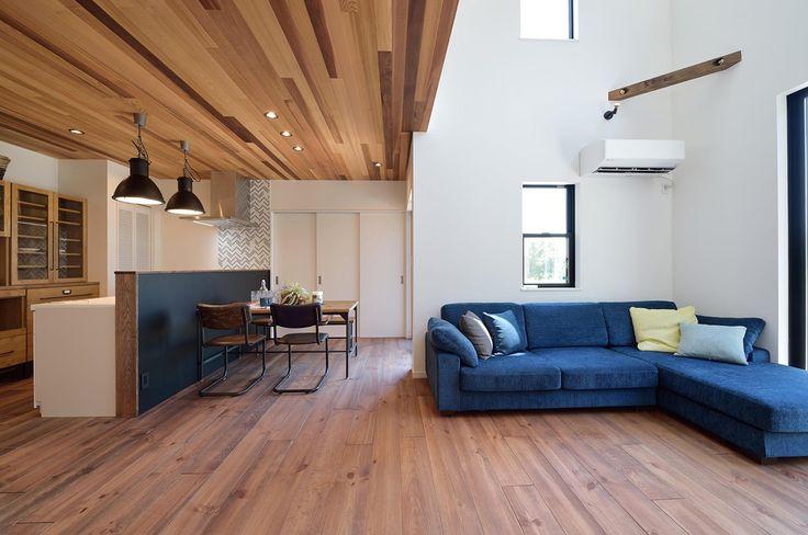 スタイリッシュで上質なデザインがお好みのご主人様。海外インテリアでよく目にするメトロタイルやモルタルの素材を要所に取り入れ、照明や家電もトータルしてカラーコーディネート。モノトーンを基調に赤のアクセントが効いています。規格住宅のメリットを活かしながらも高いデザイン性を実現したマイホームをぜひご覧ください。