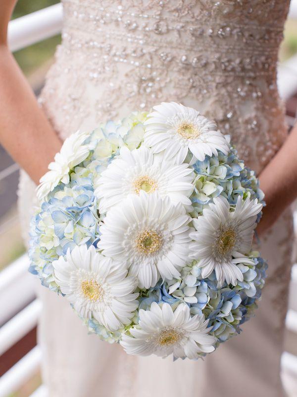 Gerber Daisy Hydrangea Wedding Bouquet designcorral.com #bouquet #wedding #hydrangea