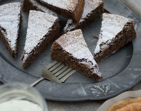 YUM! Flourless Nutcake from The Feast Goes On and MORE Passover Recipes for you!
