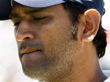 भारतीय कप्तान महेंद्र सिंह धौनी के खिलाफ वारंट जारी! http://www.jagran.com/cricket/headlines-arrest-warrant-issued-in-name-team-india-captain-dhoni-11421847.html #MahendraSinghDhoni