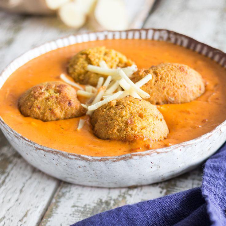 Indisches Streetfood: Veganes Tomaten-Curry mit Falafel