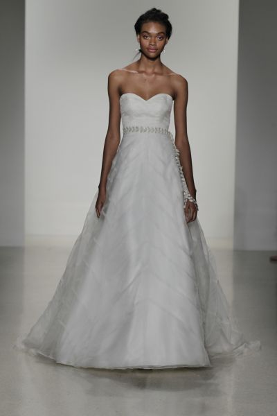 Vestidos de novia escote corazón 2017: 30 magníficos diseños que te harán soñar Image: 6