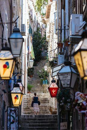 Dans les petites rues de Dubrovnik... Découvrez dans l'article notre itinéraire pour un roadtrip en Croatie !