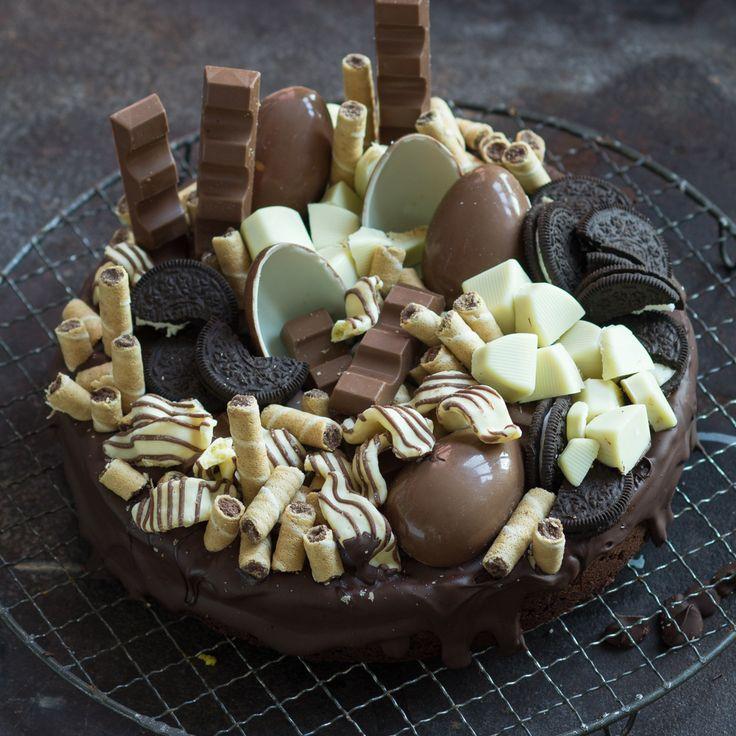 Du willst einen Geburtstagskuchen backen - einen Schokokuchen mit Überraschungseiern, Oreo-Keksen und mehr? Dann ist hier das Rezept.
