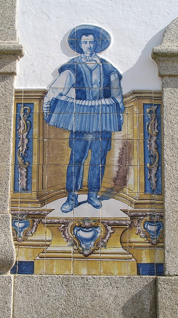Portalegre - PORTUGAL -  Tocador  da concertina.     by Américo Meira, via Flickr