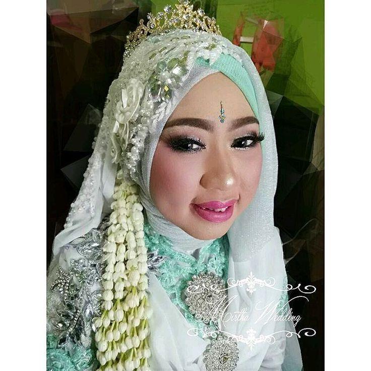 Makeup tanpa cukur alis  by @.mirthawedding  Info price list dan lainnya :  Wa/telp 081297285452 Email fb mirthawedding@gmail.com FB Meti Salfianti Ig @Mirthawedding  Line mirtha.wedding  Buat janji sebelum bertemu #syariwithmirthawedding #tanpacukuralis #mirthawedding #brides #wedding #weddingdress #bridesdress #kebaya #likeforlike #141 #kebayamodern #muslimahwedding #hijab #hijabdress #pernikahan #insiprasikebaya #makeup #weddingmakeup #bridemakeup #gown #wedsinggown #like4like…