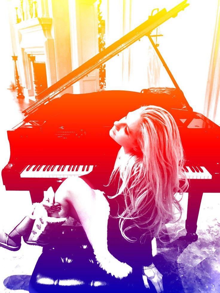 Avril Lavigne confirms New Album Coming in 2017 #avrillavigne #avrillavigne2017 #avrillavignetour #avrillavignenewalbum
