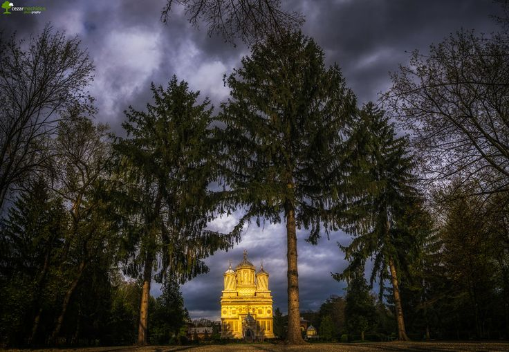 Curtea de Arges Monastery by Cezar Machidon on 500px