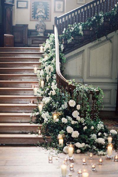 Magnifique décoration florale pour un mariage Floral Garland Wedding Staircase fleur