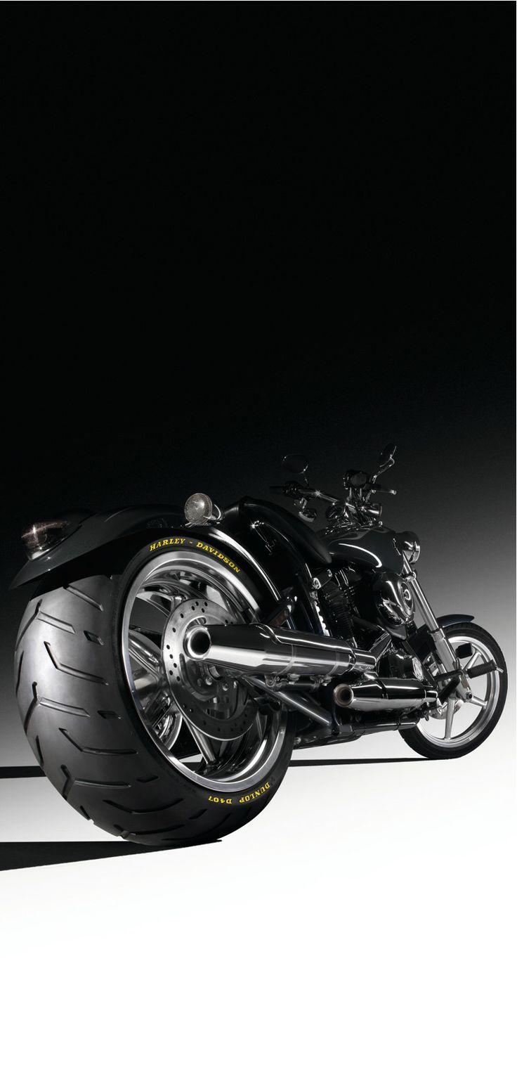 Entre las características del neumáticos D407 destaca el equipamiento de serie para las motocicletas Rocker, Rocker C y las selectas Screamin' Eagle y Softail&reg y la tecnología MultiTread (MT) con tres compuestos distintos para una adherencia sorprendente en seco, menor tiempo de calentamiento y mayor vida.