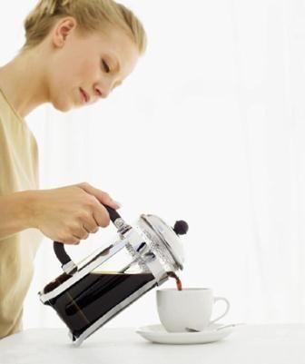 Secangkir kopi mengawali hari yang sibuk atau ketika sedang bersantai di sore hari bisa memberi suntikan semangat bagi kita. Di balik sensasi itu, minuman kopi memiliki banyak manfaat seperti mengurangi risiko kanker misalnya. Namun, kopi ternyata juga mampu mempengaruhi hormon-hormon pada wanita.  Peningkatan dan penurunan hormon pada wanita usia subur juga sangat tergantung pada etnis. Para ilmuwan menemukan bahwa wanita Asia yang mengonsumsi 200 mg kafein atau dua cangkir kopi sehari…