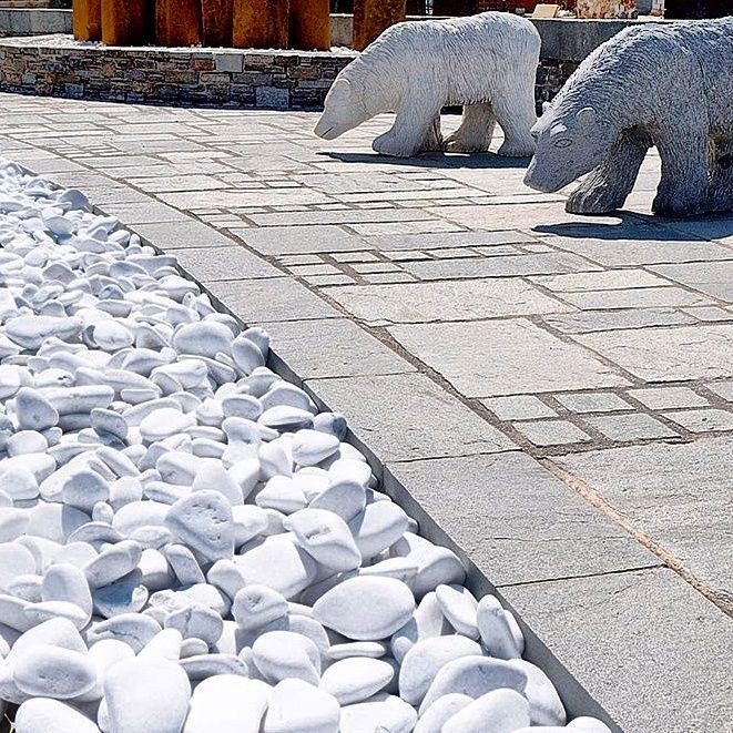 Βότσαλο Θάσου  Τo βότσαλα Θάσου χρησιμοποιούνται για παρτέρια, ταράτσες, επενδύσεις τοίχου, διαμόρφωση κήπου, πισίνες κλπ Tο βότσαλο αυτό διατίθεται σε διάφορα μεγέθη και το χρώμα τους είναι άσπρο.