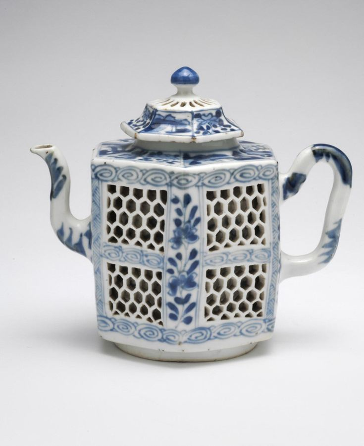 Teapot and Cover Artist/maker unknown, Chinese Qing Dynasty (1644-1911) Qianlong Period (1736-95)