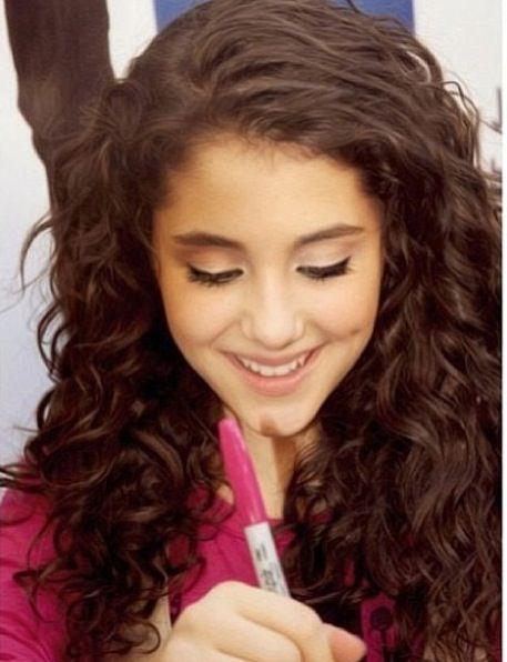naturally curly ariana grande look | Ariana grande curly hair