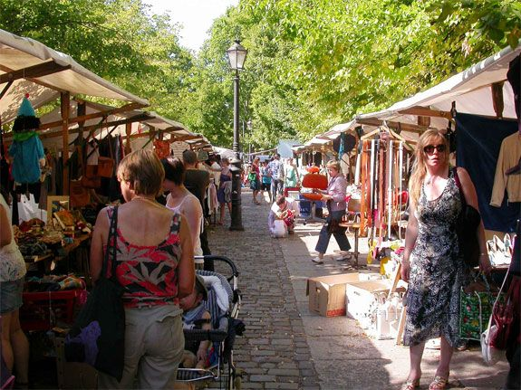 Berlin is famous for it's countless fleamarkets on Sundays, the most popular ones are Mauerpark, Boxhagener Platz and on Straße des 17. Juni.