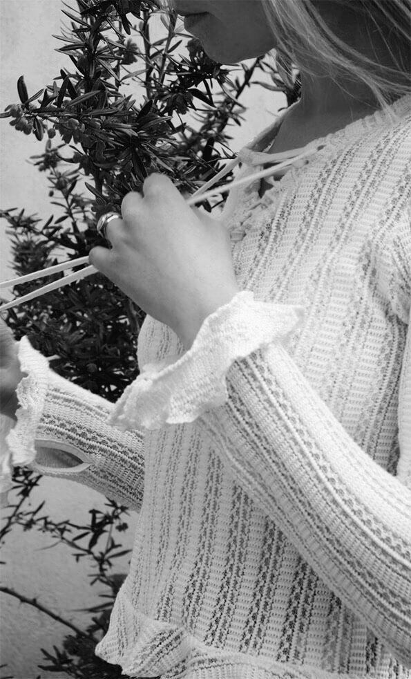 H&M Ruffle Top #ruffle #top #clothing #ootd #bloggerstyle #fashion #clothing #blackwhite