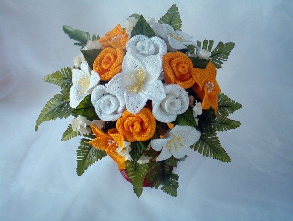 Bouquet da sposa gigli e rose realizzate all'uncinetto - www.nonsolofiori.com