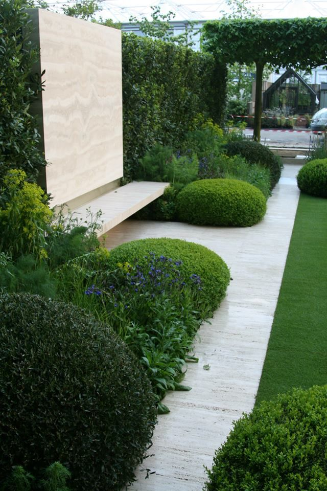Chelsea 2014: The Telegraph garden by Tommaso del Buono and Paul Gazerwitz - seating area. (I like those rounded shrubs)