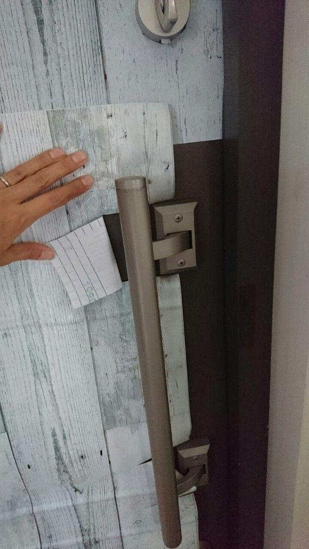 簡単DIY!100均リメイクシートで激変♪玄関ドアを西海岸風リメイク ... 貼るだけ簡単!