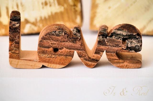 Старые инструменты и деревообработка - букв и надписей из дерева скобках, деревянные полки