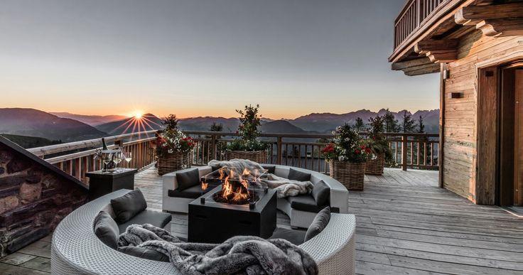Die Hahnenkamm Lodge vereint Alpine Lifestyle mit First-Class-Service und exklusivem Ski-In & Ski-Out Erlebnis im Skigebiet Kitzbühel.