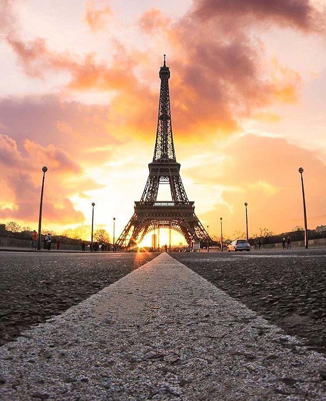 Happy weekend you all! Amazing shot from @saaggo . . . . . #paris #france #法國 #巴黎 #フランス #パリ #francia #파리 #프랑스  #prancis #frankrijk #frança #франция #парис #ฝรั่งเศส #ปารีส #fransa #pháp #photo #photooftheday #picoftheday #amazing #beautiful #eiffeltower #igersfrance #instagram #instadaily #happy #weekend #enjoy