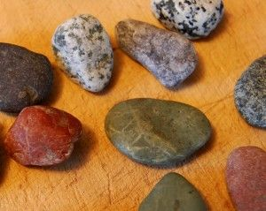 How to wire wrap decorative pebbles for jewelry creation.