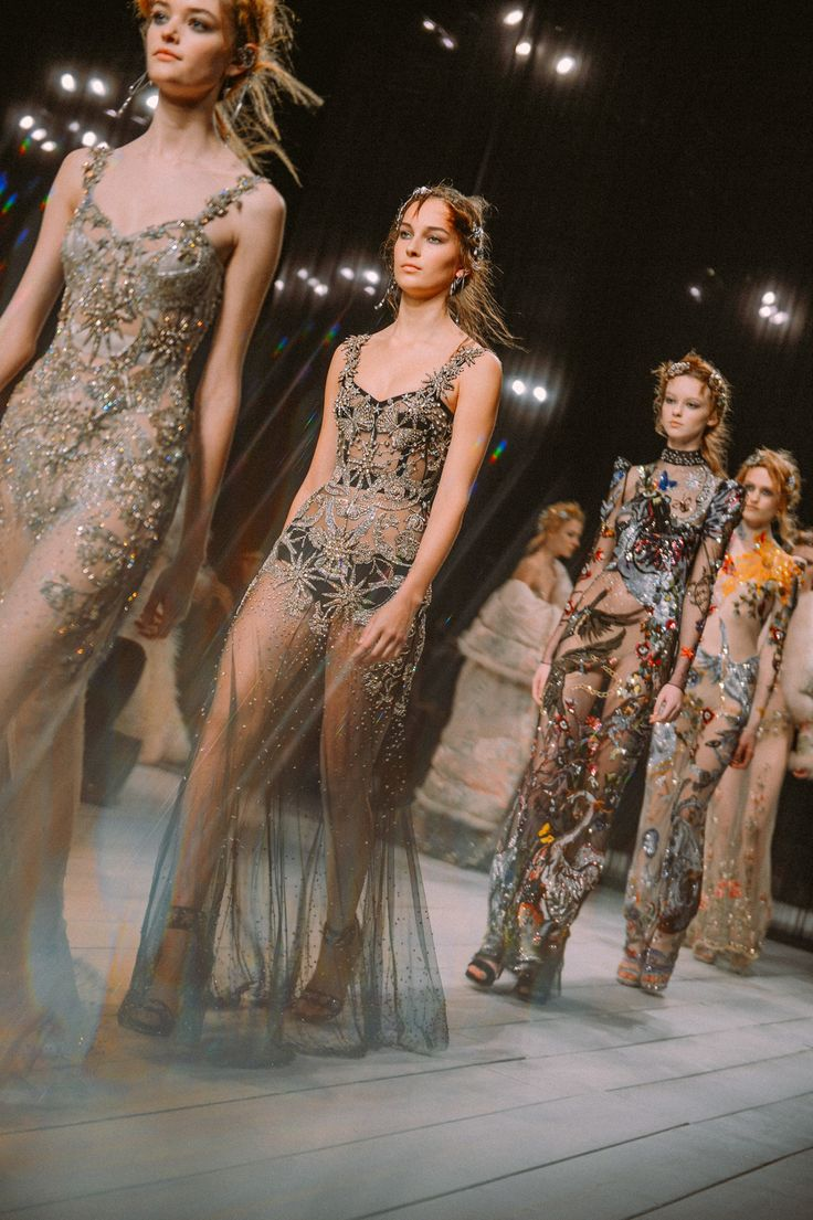 Alexander McQueen Returns to London Fashion Week - -Wmag