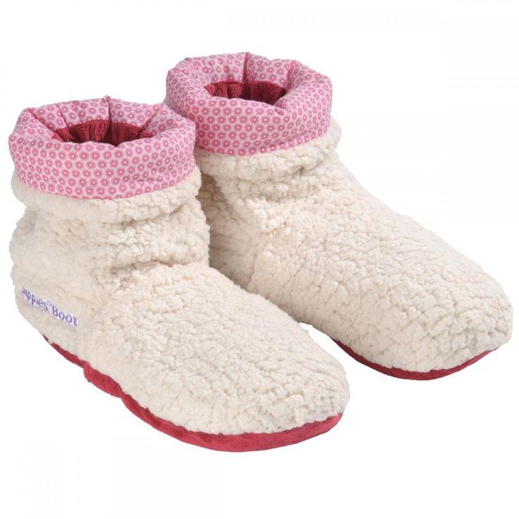 Bent u helemaal klaar met die koude voeten? Dan zijn deze #Slippies #Sloffen echt iets voor u! U stopt ze 90 seconde in de magnetron en de sloffen houden uw voeten de komende twee uur warm. De Slippies zijn gevuld met gedroogde graankorrels en lavendelbloemen.