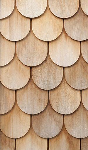 GINGERBREAD HOUSE BY LAURA DEWE MATHEWS (Chloe Dewe Mathews Photography) Acabado exterior de tejuelas de madera, aplicado sobre superficie plana.