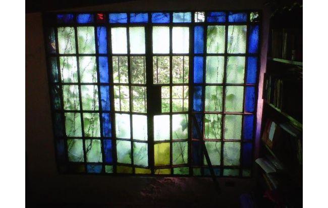 Ventanas antiguas con vidrios de colores buscar con for Puertas y ventanas de hierro antiguas